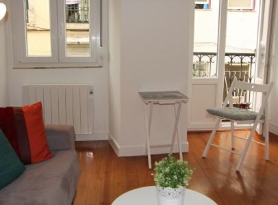 appartement meubl t1 dans la mouraria. Black Bedroom Furniture Sets. Home Design Ideas