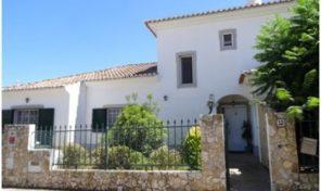 Villa V4 avec garage à la périphérie de Tavira