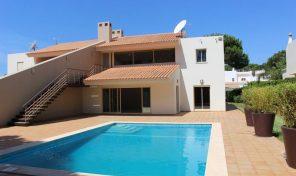 Villa V4  avec piscine d'eau salée à Vilamoura