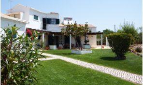 Villa meublée V3 avec garage et grand terrain proche Tavira