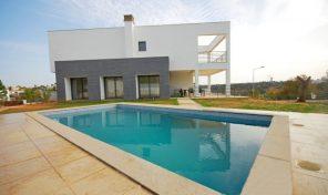 Villa V4 en phase finale de construction à Alcantarilha