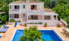 Villa V4 avec garage et vue mer vers Albufeira