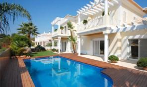 Villa de luxe 4 chambres avec piscine d'eau salée et garage à Albufeira