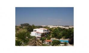 Villa meublée 6 chambres à 5 minutes à pied de la plage à Albufeira