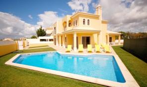 Villa meublée 4 chambres avec piscine et garage proche Albufeira