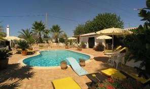 Villa V3 + annexe T1 avec beau jardin proche Guia