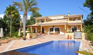 Villa V4 avec jardin de 2084m2 à Vila Sol