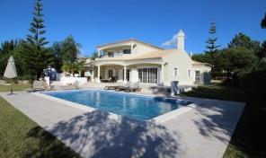Villa V4 avec beau jardin et garage à Vila Sol