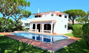 Villa V4 avec jardin et garage à Faro