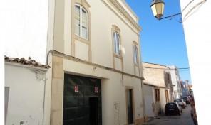 Espace commercial avec appartement T3 dans Loulé