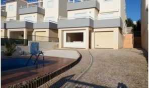 Villa mitoyenne V3 +T1 avec belles vues à Tavira