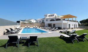 Maison d'hôtes neuve 10 suites avec grand terrain à Albufeira