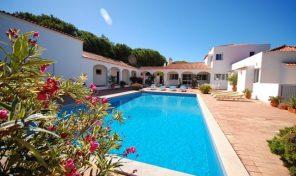 Villa V5 avec grand terrain et à 750m de la plage à Albufeira