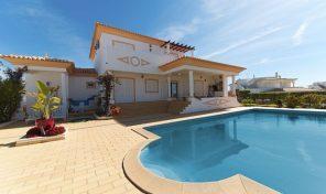 Villa  V4 avec vue mer sur les hauteurs d'Albufeira