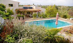 Villa V4 avec garage et au calme en Algarve