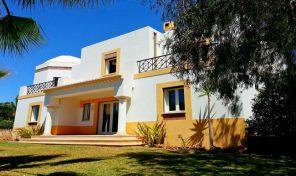 Villa V3 + 1 avec garage entre Albufeira et Guia