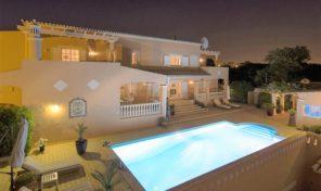 2 villas V4 + V2 avec garage et piscine à Alvor