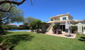 Villa V4 sécurisée avec piscine chauffée à Vila sol
