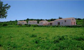 Grand terrain avec projet approuvé pour du tourisme rural