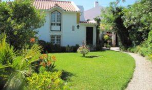 Villa avec annexe avec piscine et beau jardin à Sésimbra