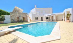 Villa V5 avec garage et piscine chauffée proche Praia da Luz