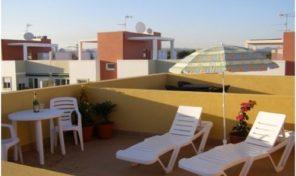 Appartement T3 avec toit terrasse et garage à Tavira