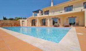 Villa V4 avec piscine chauffée dans complexe golfique