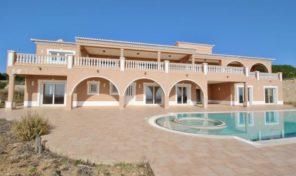 Villa de luxe V4 neuve avec vue mer proche de la plage à Lagos
