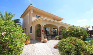 Villa V4 avec petite parcelle et garage à Algoz