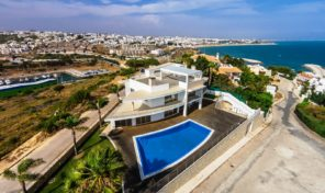Villa de luxe V5 sur les hauteurs avec vue panoramique à Albufeira
