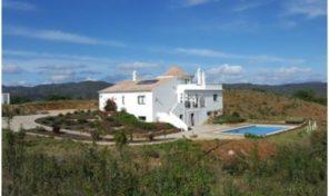 Propriété V4 et 2 studios avec vue sur les collines proche Santa Catarina