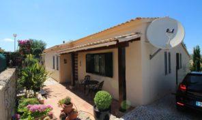 Maison T2 avec jardin dans village de l'Algarve
