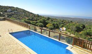 Villa V4 avec vue panoramique et garage proche Estoi