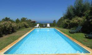 Villa V7 avec vue mer et possibilité de constructions à Sesimbra