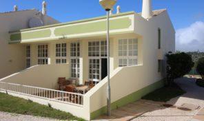 Villa jumelée T3 dans complexe à S. Raphael Albufeira