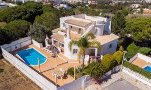 Villa V3 proche plage et commodités au centre de l'Algarve