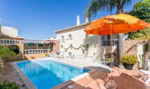Villa V4+2 avec vue mer et garage à Albufeira