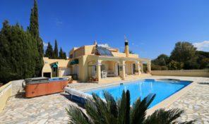 Villa V3+1 avec vue mer et garage à Vale de Milho
