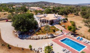 Villa V3+1 sur grand terrain à la campagne en Algarve centre