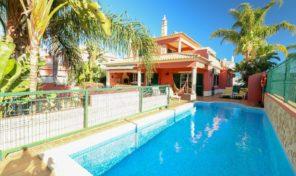 Villa V4 avec appartement et piscine à Algoz
