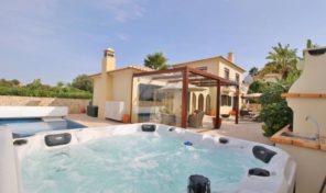 Villa V3 dans copropriété avec garage et piscine proche Lagos