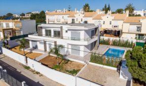 Villa V4 avec garage et vue mer sur les hauteurs d'Albufeira