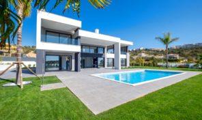 Villa moderne V5 avec garage et vue mer à Albufeira