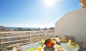 Appartement T4 en triplex avec piscine et vue mer à Armaçao de Pera