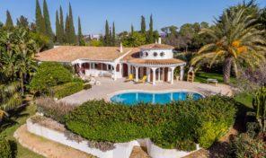Villa V4 avec beau terrain et garage à Guia