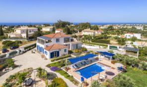 Villa de luxe V5 avec grand terrain et belles vues proche Carvoeiro