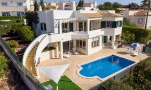 Villa V3+2 avec vue mer sur les hauteurs d'Albufeira