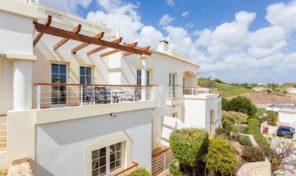 Maison jumelée T3 dans resort Golfique proche Salema