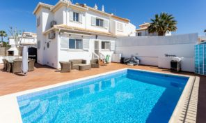 Villa mitoyenne V3 avec garage et piscine chauffée à Galé