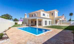 Villa V4 avec garage proche plage à Albufeira